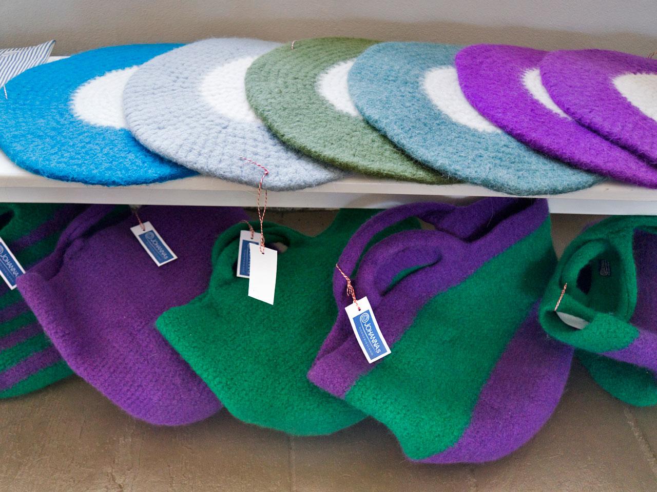 Stuhlauflagen und Taschen aus Schurwolle